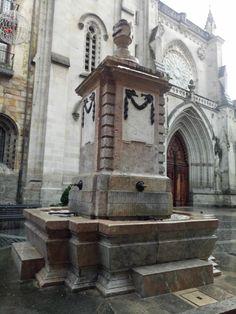Fuente de agua potable en la plaza de Santiago en el Casco Viejo
