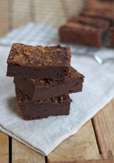 Amazing pumpkin brownies with cinnamon. Super chewy and delicious! Vegan Sweets, Healthy Sweets, Vegan Desserts, Raw Food Recipes, Sweet Recipes, Baking Recipes, Cake Recipes, Snack Recipes, Dessert Recipes