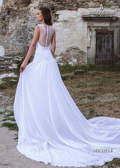 MICHELE: Espalhando a elegância, o vestido Michele conquista com sua beleza e glamour. Para saber mais, acesse: www.russianoivas.com #vestidodenoiva #vestidosdenoiva #weddingdress #weddingdresses #brides #bride