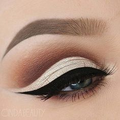 Stunning #eyemakeup using @anastasiabeverlyhills #dipbrow in Taupe and Tinted Brow Gel in Granite. http://ift.tt/2fVT1on
