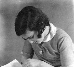 Portrait of Margot Frank, Margot Frank, Anne Frank, Kitty, History, Portrait, Little Kitty, Historia, Headshot Photography, Kitty Cats