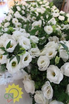 Centrotavola per ricevimento di matrimonio con lisinthus bianchi. #white #wedding #flower #centerpiece #bianco #matrimonio #fiori #centrotavola