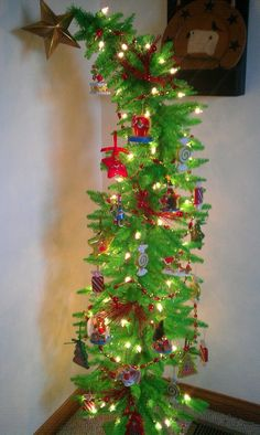 How to Make a Nine-Foot Grinch Tree | Gardens, Christmas trees and ...