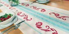 Free project instructions to embroider repeating borders.