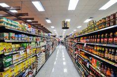 """Cap. 10 p.42. """"Ha llegado a las ocho en punto con unas bolsas de un supermercado."""" Esta es un supermercado como el uno Angela fue."""
