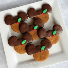 The Partiologist: Chocolate Gingerbread Mickey! Holiday Cookies, Christmas Desserts, Christmas Treats, Christmas Baking, Christmas Cakes, Very Merry Christmas Party, Mickey Christmas, Christmas Goodies, Xmas
