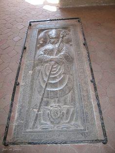 Sepulcro del Abad J. Carnisser (último abad vitalicio)