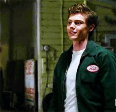 Evan Peters (holy shit i think im dead)