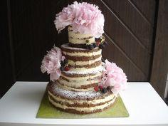"""Netradiční a přitom nádherný svatební """"nahý"""" dort. Nejnovější módní záležitost, přírodní vzhled dortu. Dort je možné vyrobit v různých velikostech, barevných kombinacích a přizpůsobit se tak vašim požadavkům. Náplň dle přání zákazníka, seznam náplní naleznete v záložce Cukrárna."""