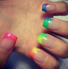 Frances en uñas acrilicas de arcoiris