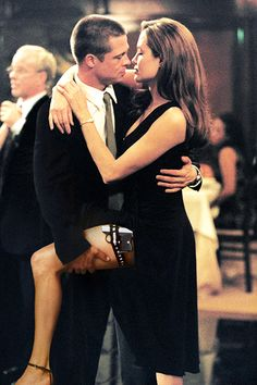 Brad Pitt and Angelina Jolie in 'Mr. Smith' Brad Pitt and Angelina Jolie in 'Mr. Smith' – Real-Life Couples Who Fell in Love On-Camera – Photos Celebrity Couple Costumes, Famous Celebrity Couples, Celebrity Photos, Celebrity News, Celebrity Style, Famous Couples, Sr Y Sra Smith, Ms Smith, Mr And Mrs Smith