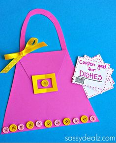 Mother's Day Purse Card Making Idea - This Mother's Day Purse Card Making Idea is just too cute. Whether Mom loves shopping or not, she is sure to adore this cute homemade card for Mother's Day.