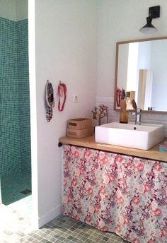 en el baño, colgar joyas, accesorios y árbol de gemas