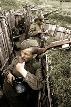 Soviet soldier's eat lunch - Trenches WWII