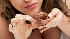 5 Easy Tricks to Stop Mindless Eating - Fierce Looks Mindless Eating, Chip Bags, Candy Wrappers, Cupcake Liners, Potato Chips, Healthy Living, Easy Tricks, Food, Fitness