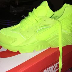 Lime Green Huarraches Brand new, runs small.mens size 7 WOMENS 9 Nike Shoes