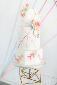 Geometric wedding cake by Olofson Design Photography: www.annelimarinovich.com