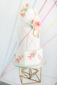 Geometric wedding cake by Olofson Design  Photography: www.annelimarinovich.com