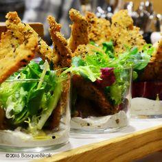 Découvrez les meilleurs bars à pintxos de San Sebastián ! Discover the best pintxo bars in San Sebastián! Баскские закуски, пинчос, в Сан-Себастьяне. #pintxos  #donostia