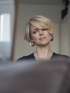 Short hairstyles - short bob - Short hairstyles for women. Model Ali Bailey with short bob hairstyle. Head to alibaileylondon on - Best Short Haircuts, Short Hairstyles For Women, Hairstyles With Bangs, School Hairstyles, Medium Hairstyles, Easy Hairstyles, Summer Haircuts, Blonde Hairstyles, Retro Hairstyles