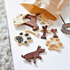 Des biscuits pour chien en forme d'animaux Marie Claire, Diamond Dogs, Snoopy, Gingerbread Cookies, Food, Miniature, Education, Diy, Design