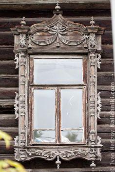 Томск, деревянный оконный наличник №1