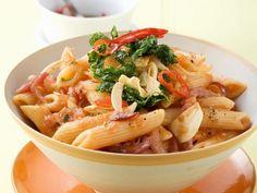 Nudeln mit scharfer Tomatensauce (all arabbiata) ist ein Rezept mit frischen Zutaten aus der Kategorie Fruchtgemüse. Probieren Sie dieses und weitere Rezepte von EAT SMARTER!