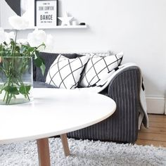 5 Top Tips to create a cozy Living Room / monochrome , white living room, Scandinavian