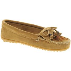 Minnetonka Feather Moc Taupe Shoes (1.088.570 IDR) found on Polyvore