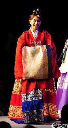 Jiyoung from kara in traditional wedding hanbok #hanbok #kara