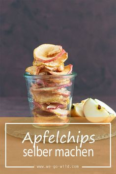 Make apple chips yourself in the oven - WE GO WILD- Apfelchips selber machen im Backofen – WE GO WILD Making apple chips yourself is very easy. The dried apple rings are a delicious, healthy snack for in between. Desserts For A Crowd, Healthy Dessert Recipes, Gourmet Recipes, Healthy Snacks, Apple Recipes, Apfel Snacks, Dried Apple Rings, Apple Chips, Healthy Protein