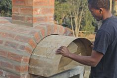 Read the instructions carefully, start building the structure and enjoy the pizza made in your own pizza oven! Build your own pizza oven – Materials & Instructions (TheGardener) More ideas: Wood Oven, Wood Fired Oven, Wood Fired Pizza, Pizza Oven Outdoor, Outdoor Cooking, Brick Oven Outdoor, Masonry Oven, Oven Diy, Four A Pizza
