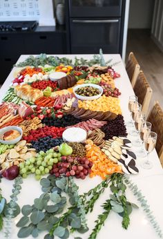 Charcuterie Recipes, Charcuterie And Cheese Board, Cheese Boards, Brunch Party, Brunch Wedding, Wedding Appetizer Table, Brunch Table, Wedding Appetizers, Party Food Platters