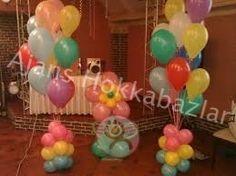 Ev partileri ve organizasyonlarında vazgeçilmez süsleme ürünüdür,balonlar.Balon süslemesi ev içinde sade ve bir o kadar gösterişli olsun istiyor iseniz firmamızın dekorasyon balon süslemesi ekibi sizlere bunu sağlayacaktır.