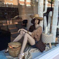 Window display at nail salon in Amsterdam. Summer feel with Rootstein mannequin. Ontwerp en uitvoering : Rich Art Design Assendelft.