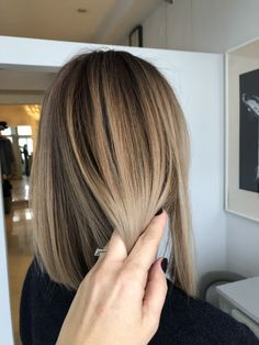 """""""Beauty is in the eye of the beholder"""". Aesthetic design is a experience. Balayage Hair Blonde Medium, Brown Blonde Hair, Hair Color Balayage, Brunette Hair, Hair Highlights, Caramel Highlights, Blonde Honey, Chunky Highlights, Long Brunette"""