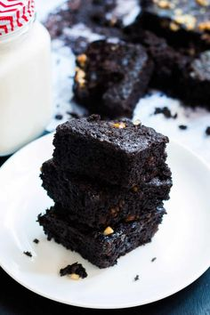 Easy homemade eggless chocolate brownie recipe that even a novice can make. Perfect dessert for the vegetarian brownie lover. Eggless Brownie Recipe, Eggless Baking, Brownie Recipes, Cake Recipes, Healthy Dessert Recipes, Baking Recipes, Desserts, Cherry Bakewell Cake, Pudding Recipes