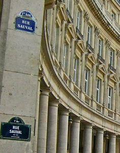 La rue Sauval au coin avec la rue des Viarmes  (Paris 1er)