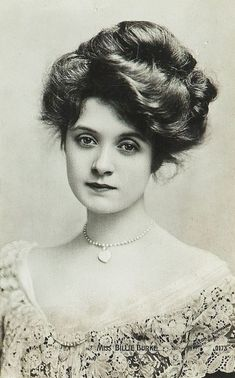 """American actress, Billie Burke (she played Glinda the Good Witch in the """"Wizard of Oz""""). She was fortunate to have a lot of hair for this Gibson girl hairstyle. Images Vintage, Photo Vintage, Vintage Pictures, Victorian Pictures, Vintage Wedding Photos, Antique Photos, Vintage Photographs, Old Photos, 1800s Hairstyles"""