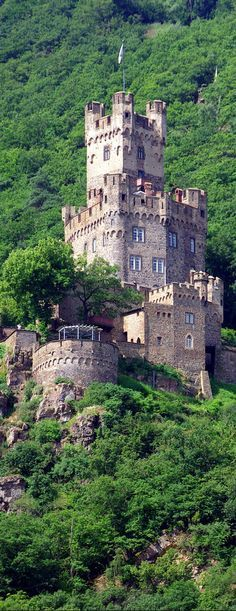 Sooneck Castle, Niederheimbach, Germany Travel Share and enjoy! Places Around The World, The Places Youll Go, Places To See, Around The Worlds, Beautiful Castles, Beautiful Buildings, Beautiful Places, Castle Ruins, Medieval Castle