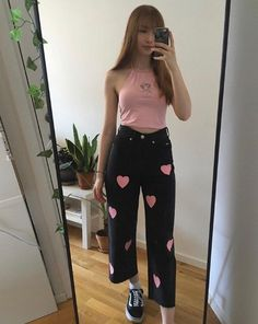 Skater jeans in black Hearts print in pink Wide leg with edgy raw hems Zip fly with button fastening Classic 5 pockets Vintage black wash cotton Available in sizes Size Guide Model wears size and is tall Indie Outfits, Retro Outfits, Girly Outfits, Cute Casual Outfits, Fashion Outfits, Tomboy Fashion, Streetwear Fashion, Skater Girl Outfits, Grunge Goth