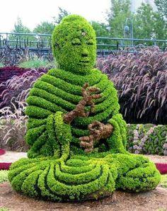 Escultura de Buda em arbustos no Jardim - The Buddha, Montreal Botanical Garden, Canada Amazing Gardens, Beautiful Gardens, Beautiful Flowers, Montreal Botanical Garden, Botanical Gardens, Botanical Art, Unique Garden, Garden Modern, Topiary Garden