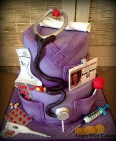 This is perfect for anyone wanting to be a nurse! Could be for graduation high school and/or nursing school. This is the cake I absolutely want! Bolo Original, Cake Paris, Nurse Party, Nursing School Graduation, Graduation Ideas, Medical School, Cute Nurse, Nursing Students, Nursing Schools