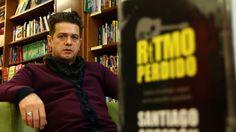 Santiago Auserón y su obra premiada.