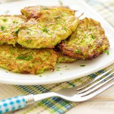 Galettes de courgettes à la feta Quiches, Baking Recipes, Vegan Recipes, Appetisers, Salmon Burgers, Entrees, Food To Make, Veggies, Cooking