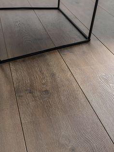 Suelos laminados infinitos con Endless (L'Antic Colonial) Types Of Hardwood Floors, Laminate Flooring Colors, Hotel Room Design, Wood Parquet, Modern Flooring, Deco Furniture, Floor Design, Planer, Tile Floor