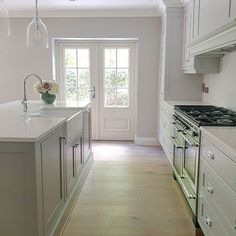 Every person who saw our old kitchen questioned why we were getting rid of it and not just repainting it and changing the worktops. Kitchen Worktop, Kitchen Units, Old Kitchen, Kitchen Ideas, Kitchen Inspiration, Luxury Homes Interior, Home Interior Design, Neptune Home, Repainting Kitchen Cabinets
