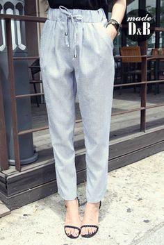 Today's Hot Pick :ゴムウエストチェック柄スラックスパンツ http://fashionstylep.com/SFSELFAA0022817/insang1jp/out 足細効果が期待出来る美シルエットが自慢のスラックスパンツ。 カジュアルな装いでリラックスした穿き心地が味わえるのが高ポイント! 細かいチェック柄に、ベーシックでシックなカラー展開だから、着回し力の高さも見逃せないポイント。 普段着としてもOK、ルームウェアとしても使えるマルチなパンツ♪♪ 身長によって着丈感が異なりますので下記の詳細サイズを参考にしてください。 ◆2色: ブルー/ブラック