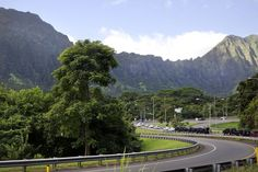 The motorcade carrying President Barack Obama and the first family from their rental home to a beach at Bellows Air Force Station passes the Ko'olau Mountains near Kaneohe, Hawaii, Saturday, Dec. 27, 2014, during the Obama family vacation. Photo: Jacquelyn Martin, Associated Press