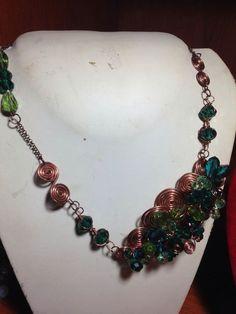 #collana in #rame e #cristalli vari #verdi. Su www.oro18.eu #oro18 #bigiotteria #bijoux #jewelry
